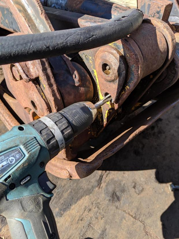 Forestry Journal: The lazy way to refurbish threaded holes.