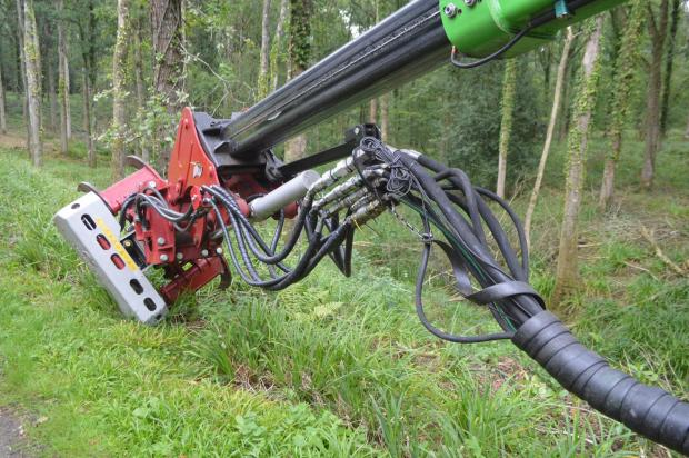 Forestry Journal: With 160 bar of hydraulic pressure running straight to the head, KWR is able to utilise its mulcher, stump grinder and tree shear attachments.