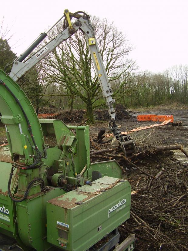 Forestry Journal: With a 1,000 mm feeding mouth and a large 1,000 mm diameter solid drum, the chipper makes short work of thick stems.