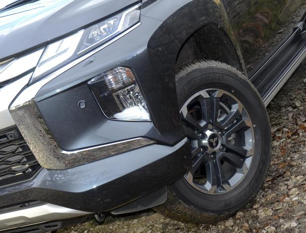 "Forestry Journal: 18"" alloys and 265 tyres add to the big, bold looks."