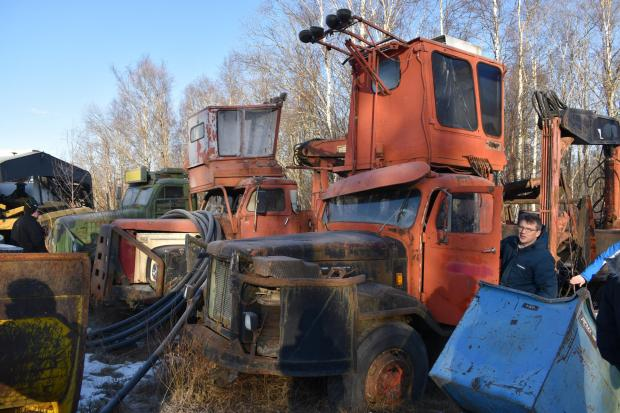 Forestry Journal:  Members of the group were fascinated by the apparent junkyard at the rear of Curt Göransson's museum, which included several of his self-loader prototypes from through the decades.