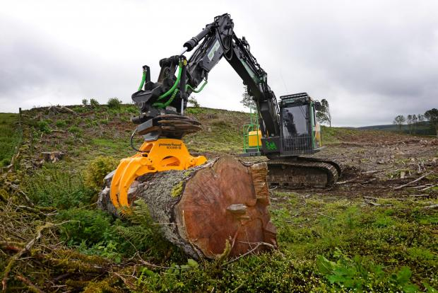 Forestry Journal: Thanks to its geometry and power, the eX Series can handle large logs as well as brash.