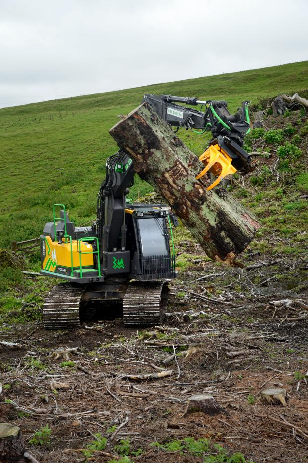 Forestry Journal: The eX Series is available for direct rigid excavator mount, rotator dangle mount, rotator rigid excavator mount or with quick coupler mountings for tiltrotator attachment, as seen here.